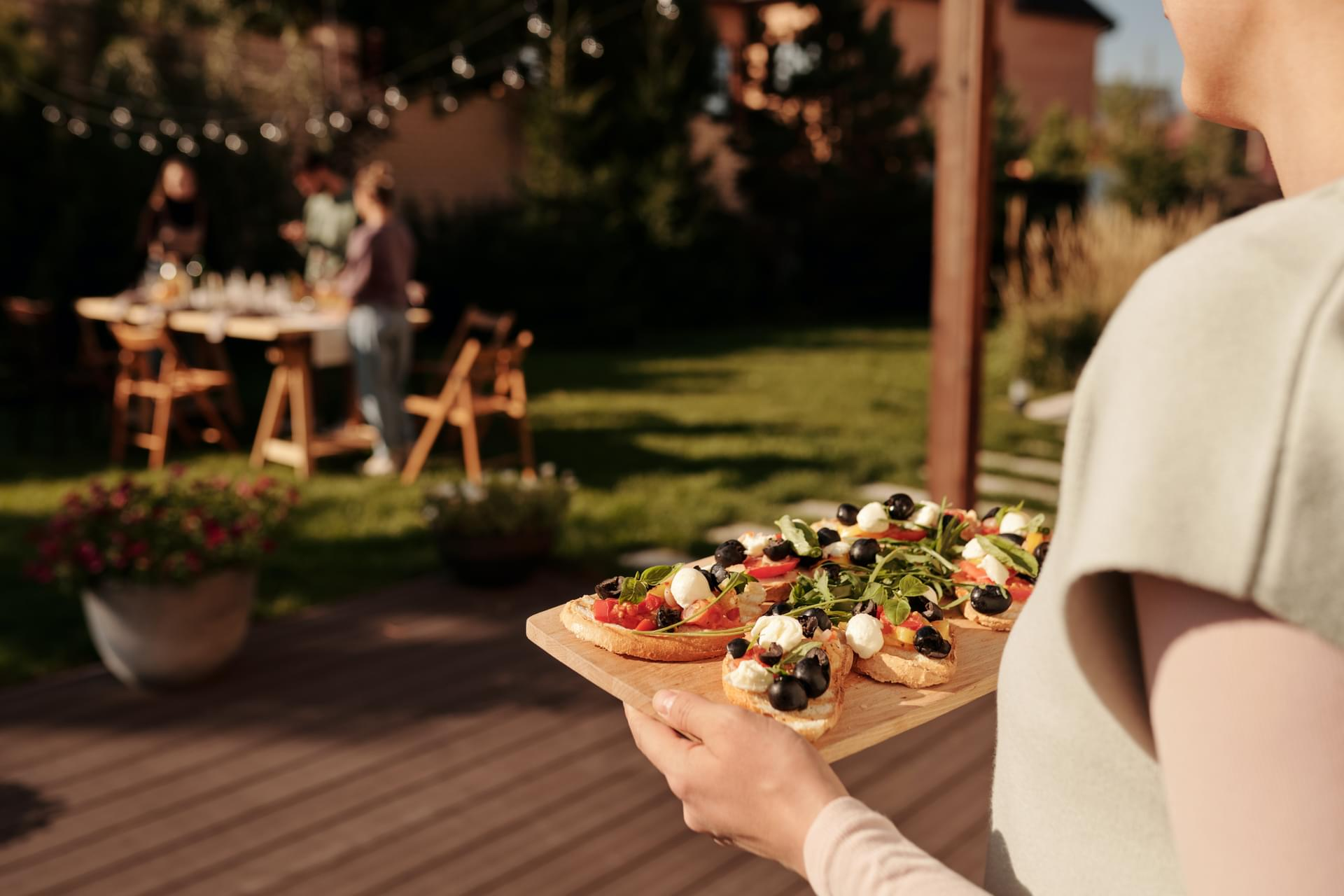 Create An Outdoor Dining Space for Your Home